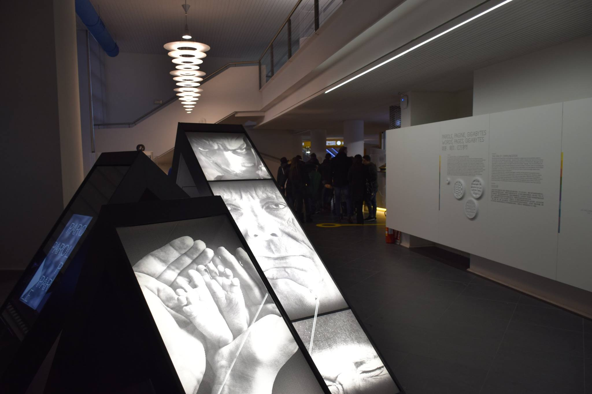 Involving the visitor, art through the exhibition design